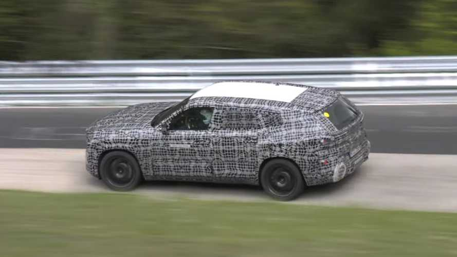 BMW X8 M بالغطاء التمويهي تعيد تعريف الفيزياء على حلبة نوربورينج