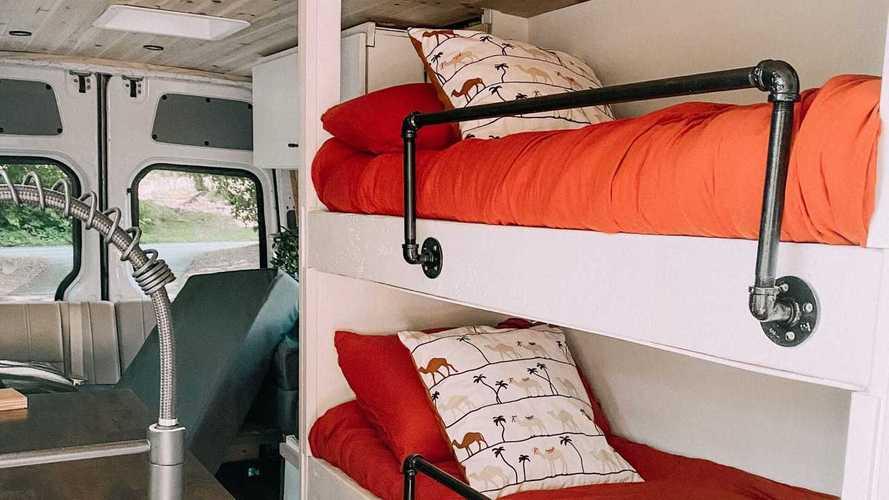 Привет из детства: оцените кемпер с трехъярусной кроватью