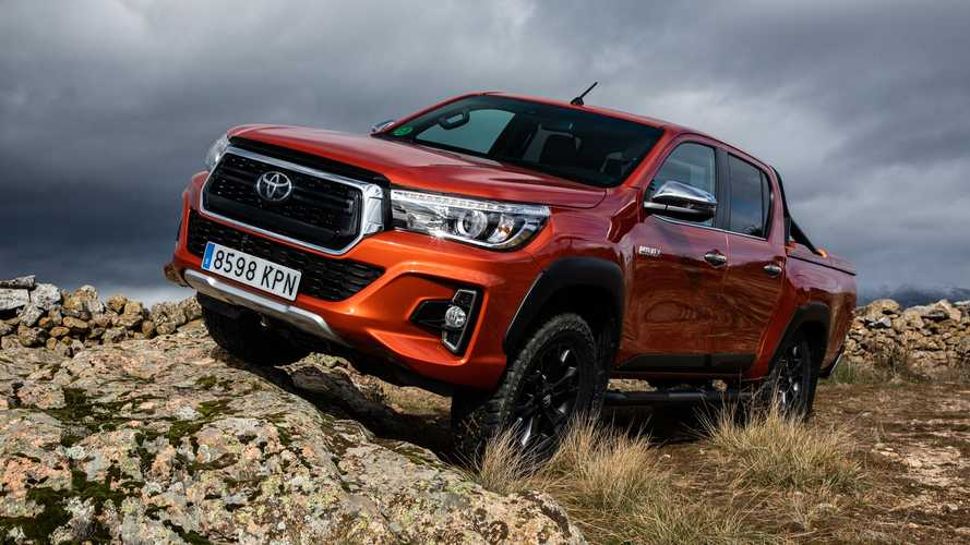 Toyota Hilux 150D Legend Black Cabina Doble 2020