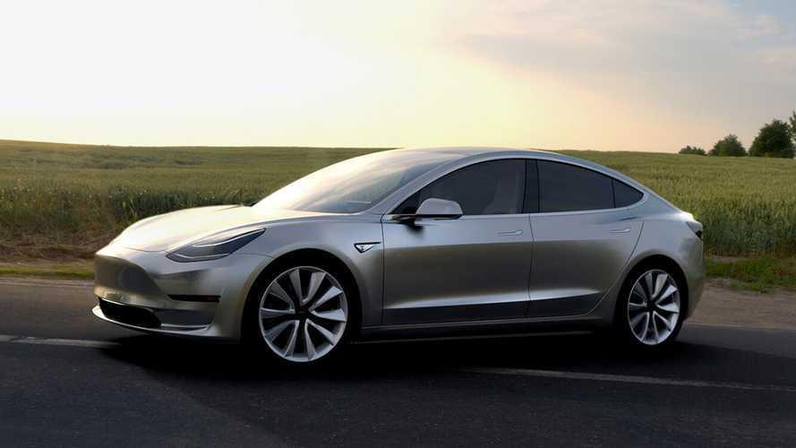 Задний привод, левый руль и никаких приборов: Илон Маск раскрыл подробности о Tesla Model 3