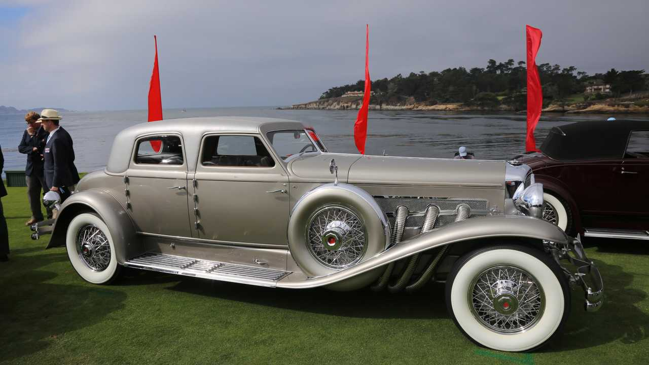 Which cars were contenders for Pebble Beach Best of Show?