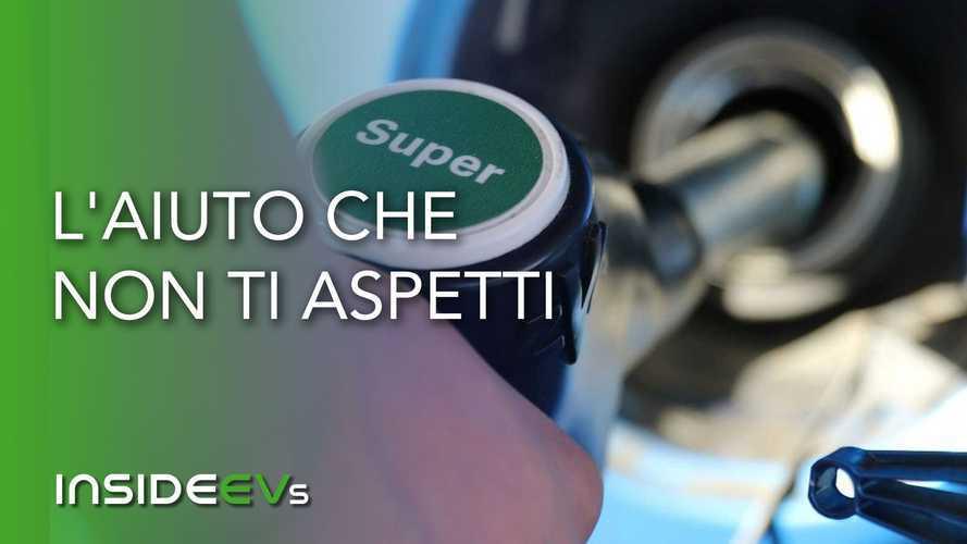 Perché la benzina a buon mercato potrebbe aiutare l'auto elettrica