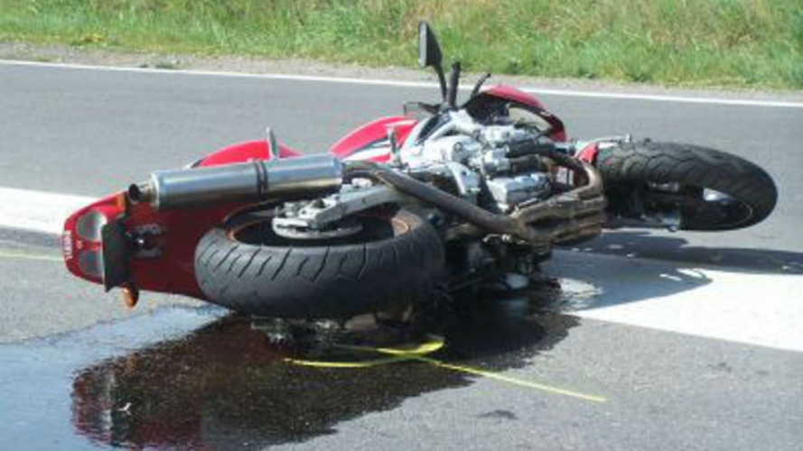 Macchia d'olio sull'asfalto? Oltre il danno... la beffa