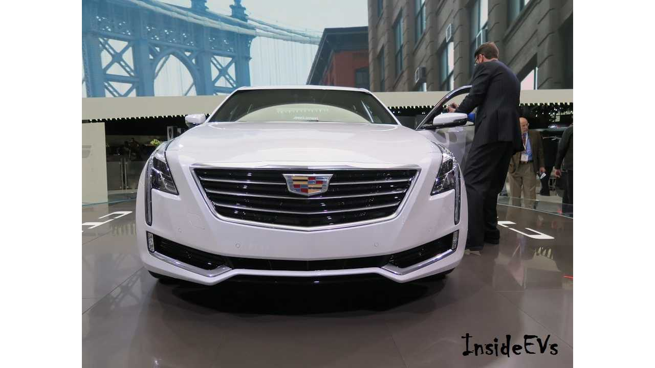We spotted the Cadillac CT6 earlier in New York (InsideEVs/Tom Moloughney)