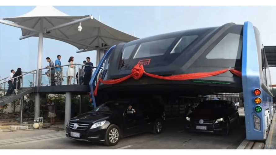 China Demonstrates Transit Elevated Bus, Cars Travel Underneath (w/videos)