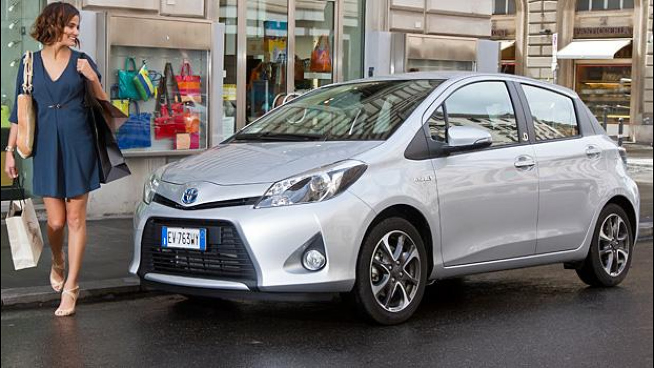 [Copertina] - Toyota Yaris Hybrid byD, speciale per le donne