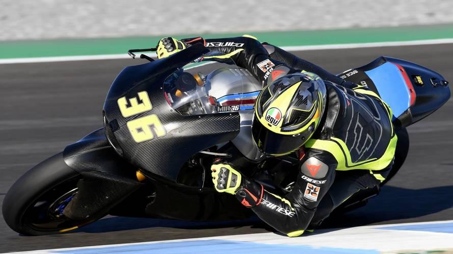 El campeón del mundo de Moto3, Joan Mir, estrena casco AGV para Moto2