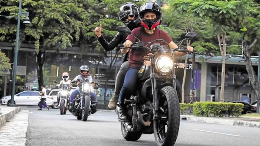 Big Bikes And Tough Women - The Litas Hit Manila's Streets