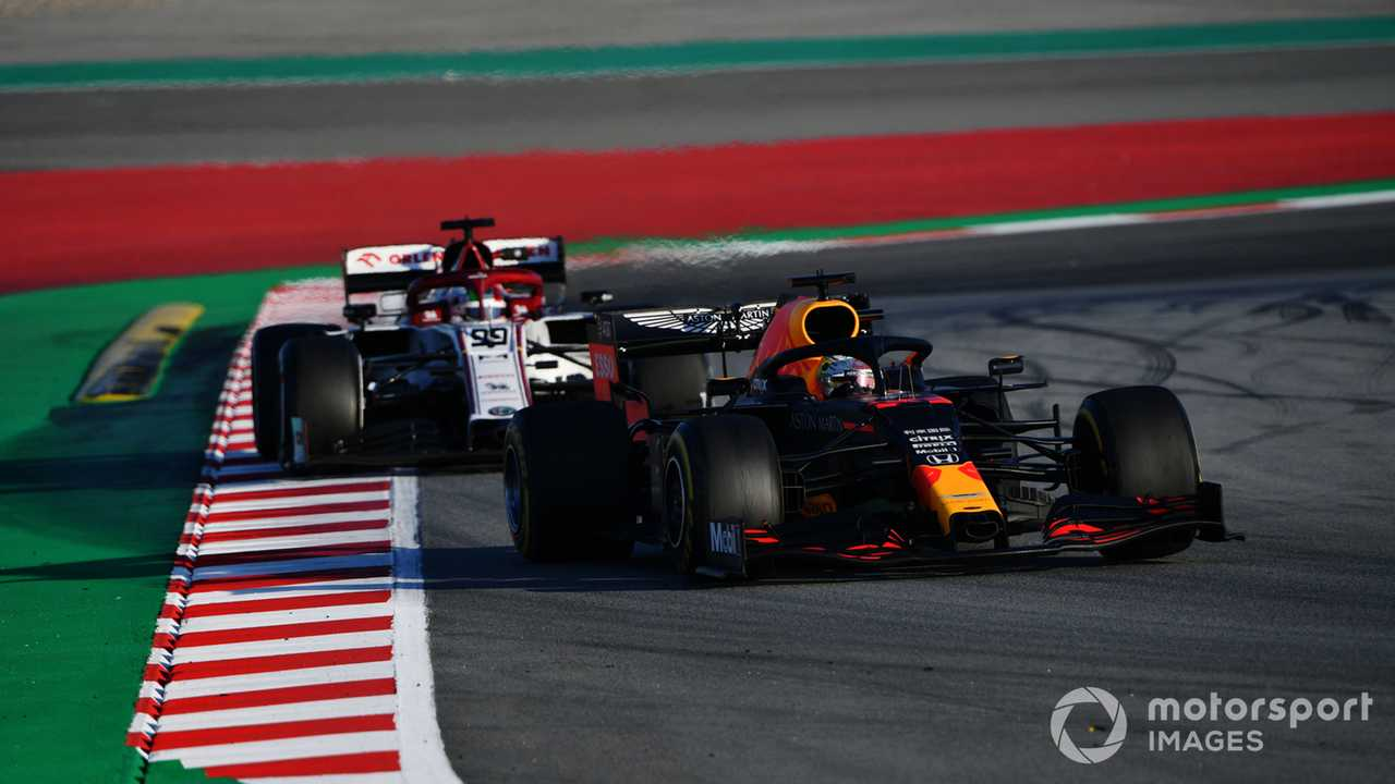 Max Verstappen leads Antonio Giovinazzi in Barcelona 2020