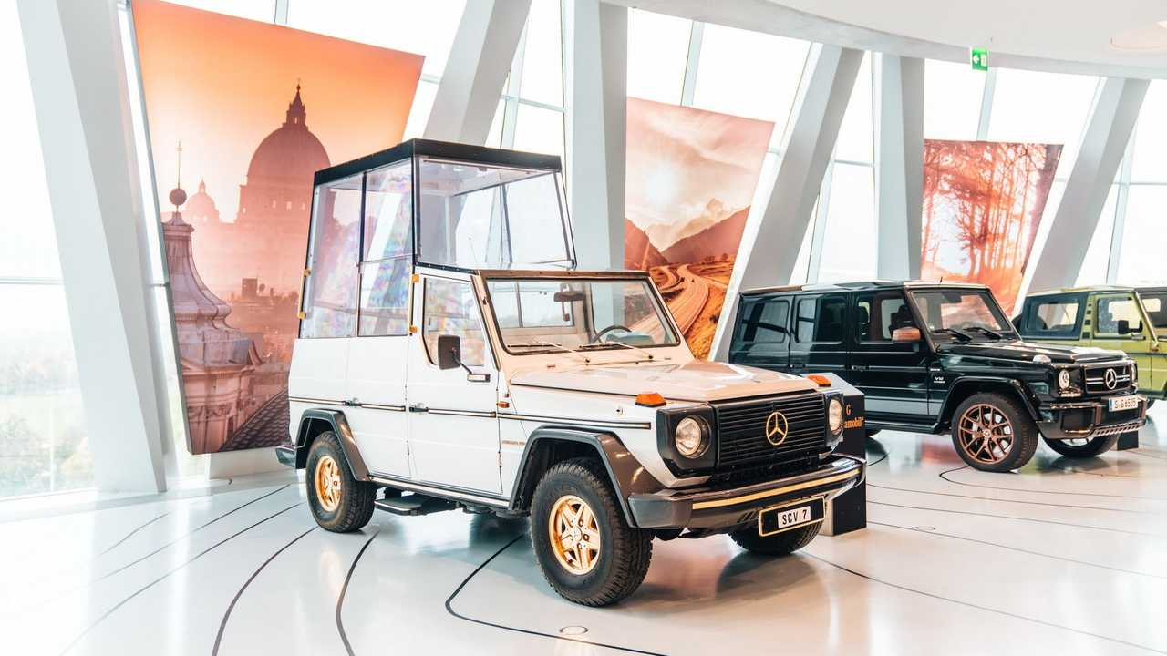 Mercedes'in Papaya Özel Otomobili Popemobile