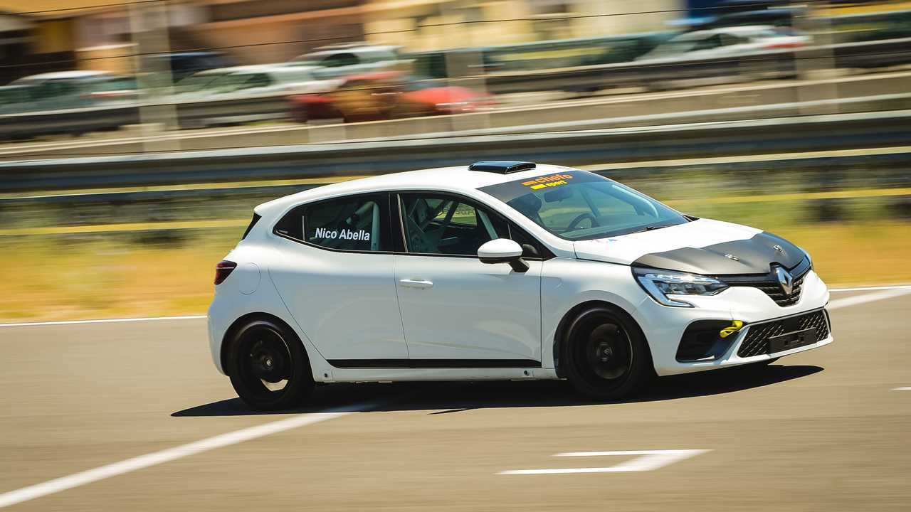 Renault Clio RSR rodando en circuito