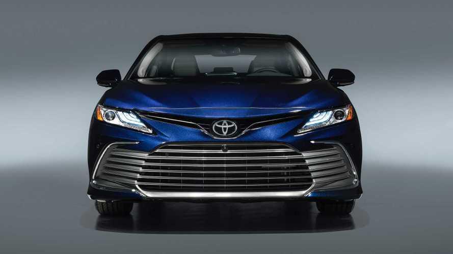 Toyota Camry получит в России 2 новых мотора