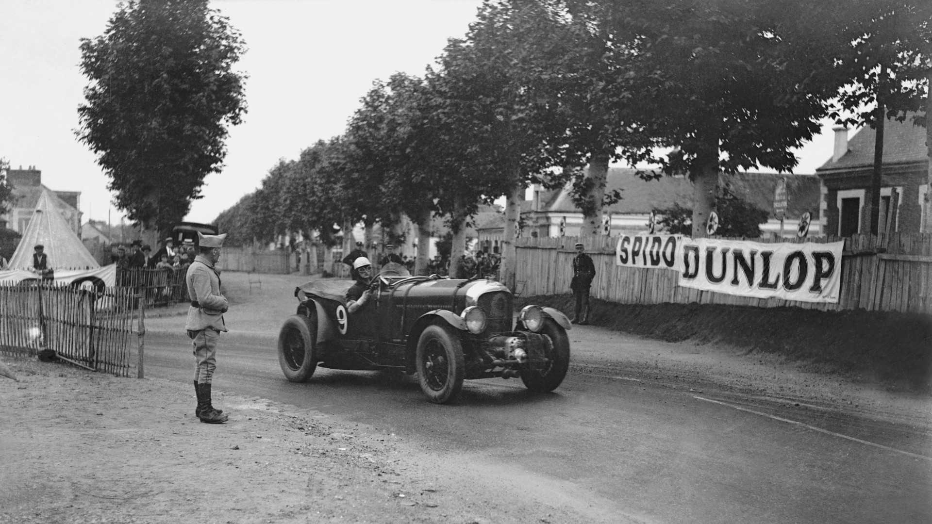 "[""#9 Bentley - Le Mans 24 Hours - Sir Henry Tim Birkin / Jean Chassagne""]"