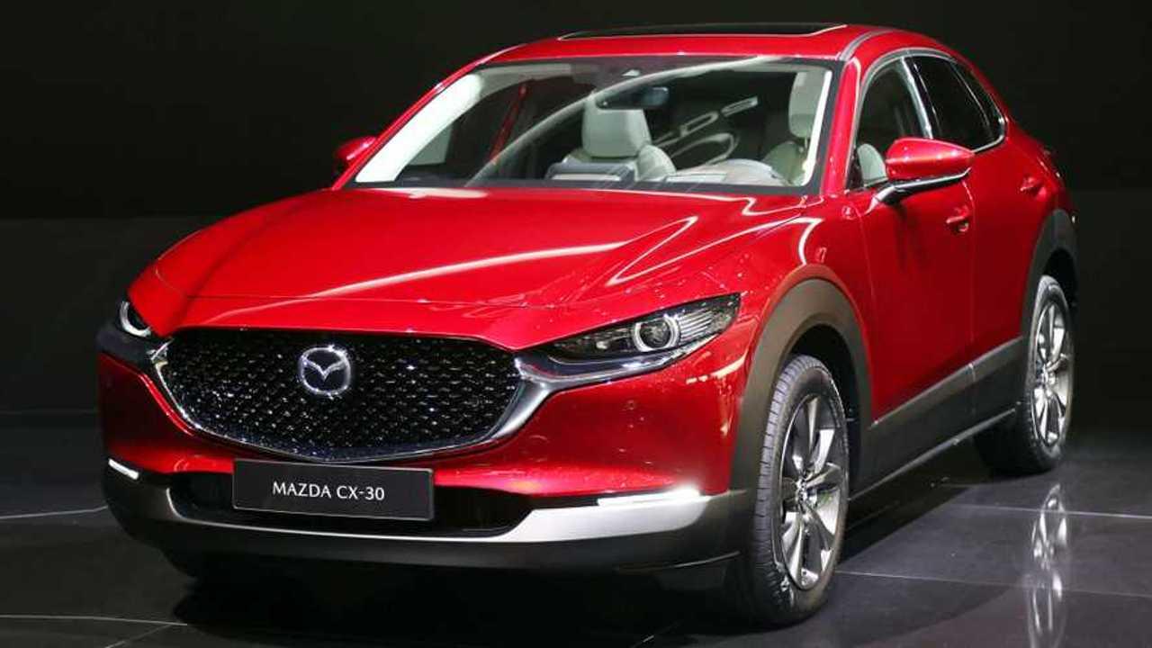 Copertina LIVE Mazda CX-30, il SUV compatto sta nel mezzo