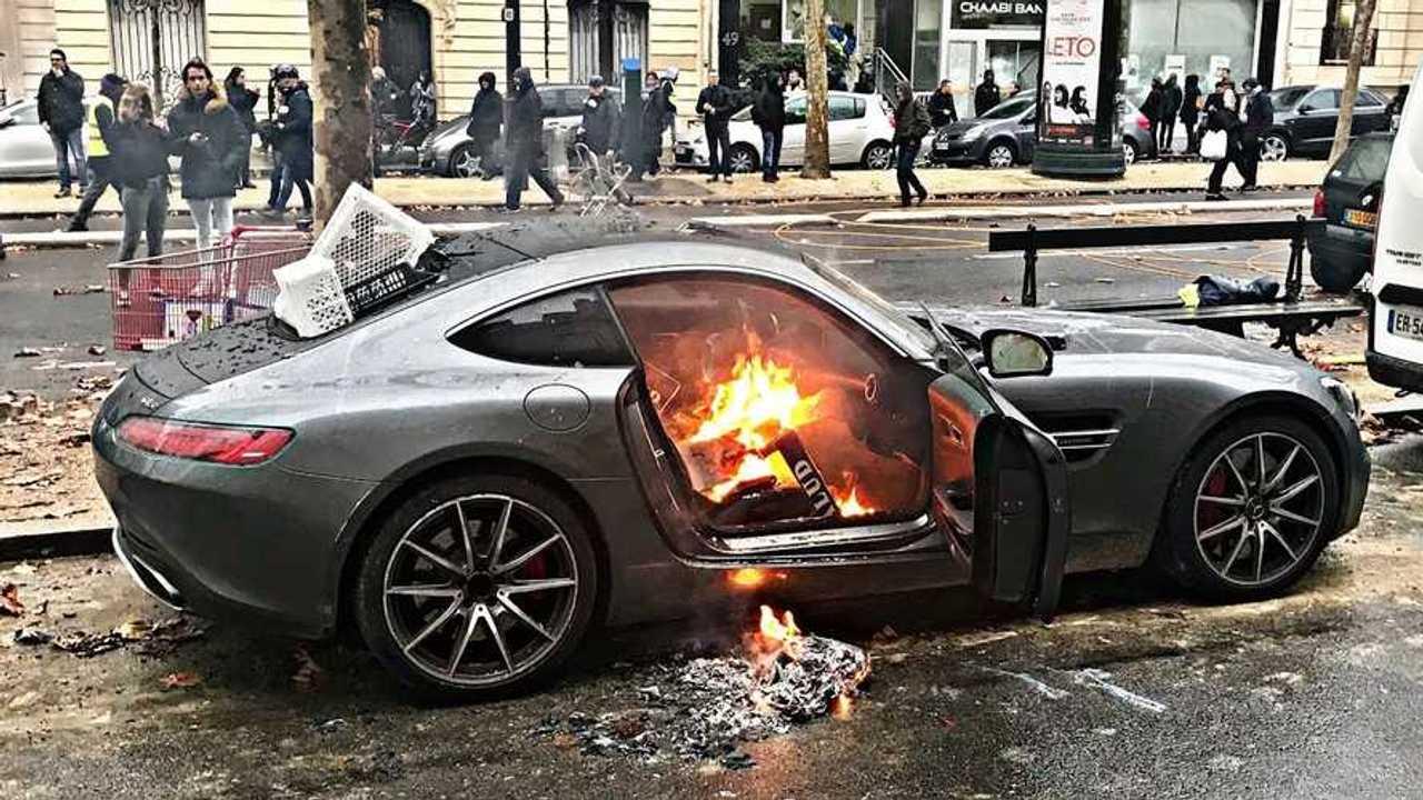 Burning Mercedes-AMG GT S