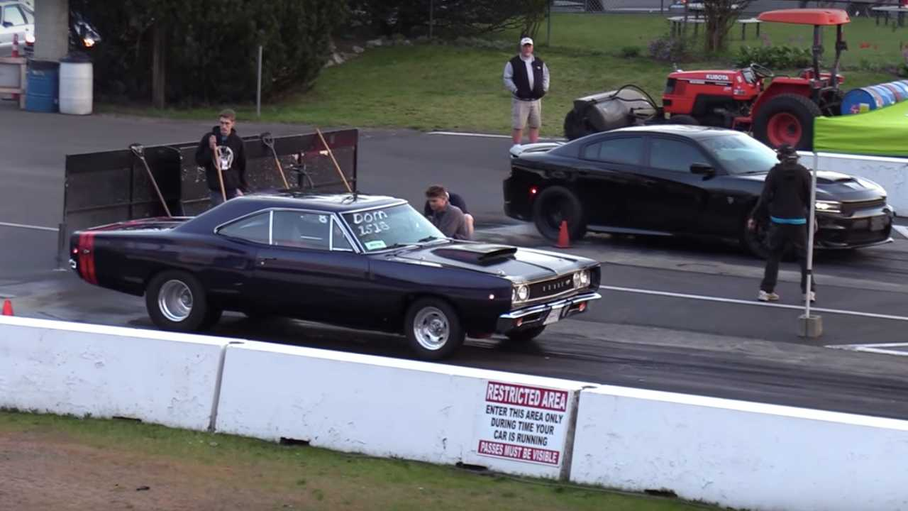 Old Vs New School: Dodge Coronet Drag Races Charger Hellcat
