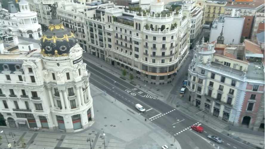 Da miedo verlo: así de vacías están las calles y carreteras de Madrid