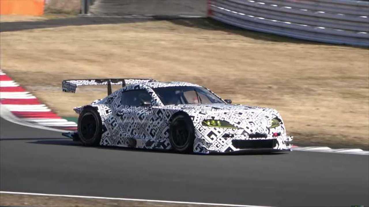 Toyota Supra GT300 de competición