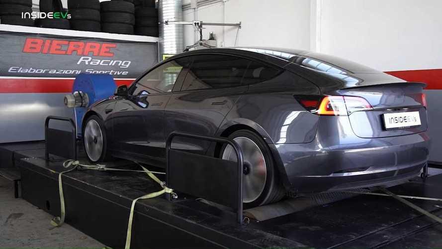 Tesla mette un freno al Dyno Mode: in troppi lo hanno usato per strada