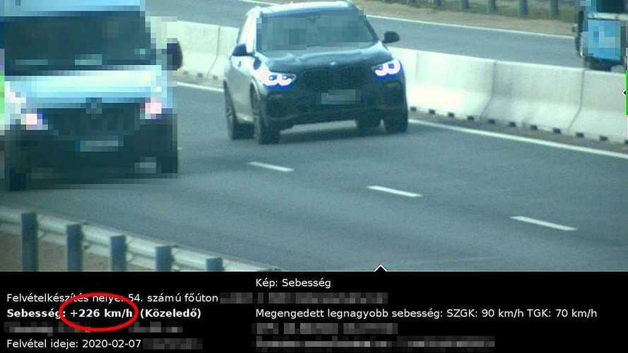 Egy BMW és egy Porsche is bőven 200 km/óra fölött száguldott az 54-es főúton