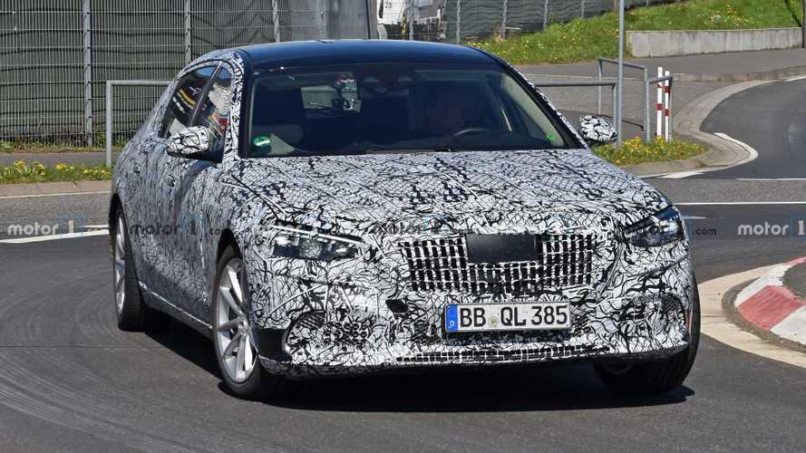 Képek és videó is bizonyítja, hogy a Mercedes-Maybach új S-osztálya filmszerepre termett