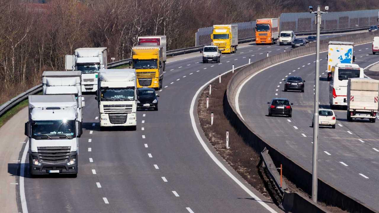 Autostrade, la A26 chiusa ai mezzi pesanti? Botta e risposta