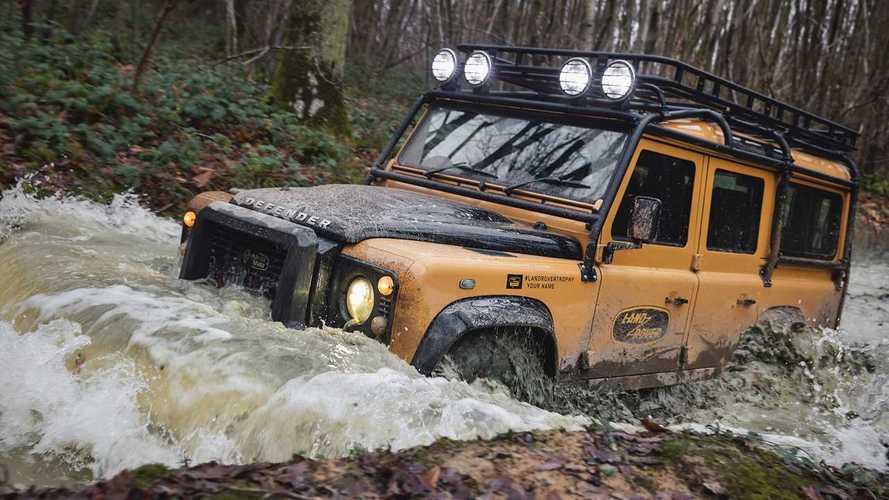 Land Rover снова возродил старый Defender и посвятил его Camel Trophy