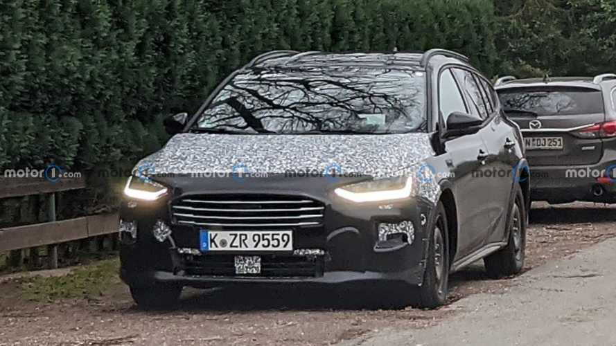 Ford Focus facelift spied showing new face