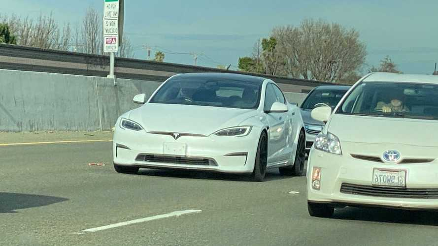 La Tesla Model S Plaid aperçue sur une route en Californie