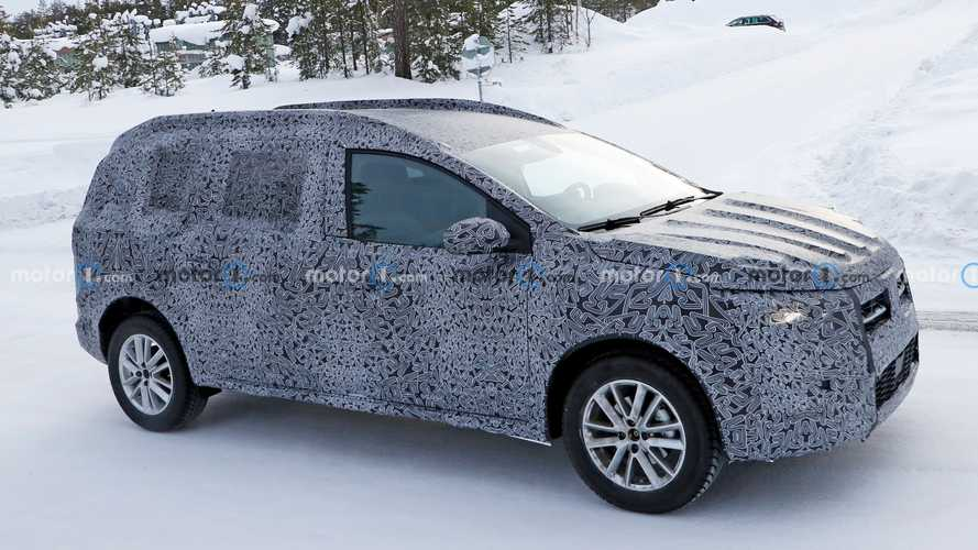 2022 Dacia Logan Stepway estate possibly spied for the first time