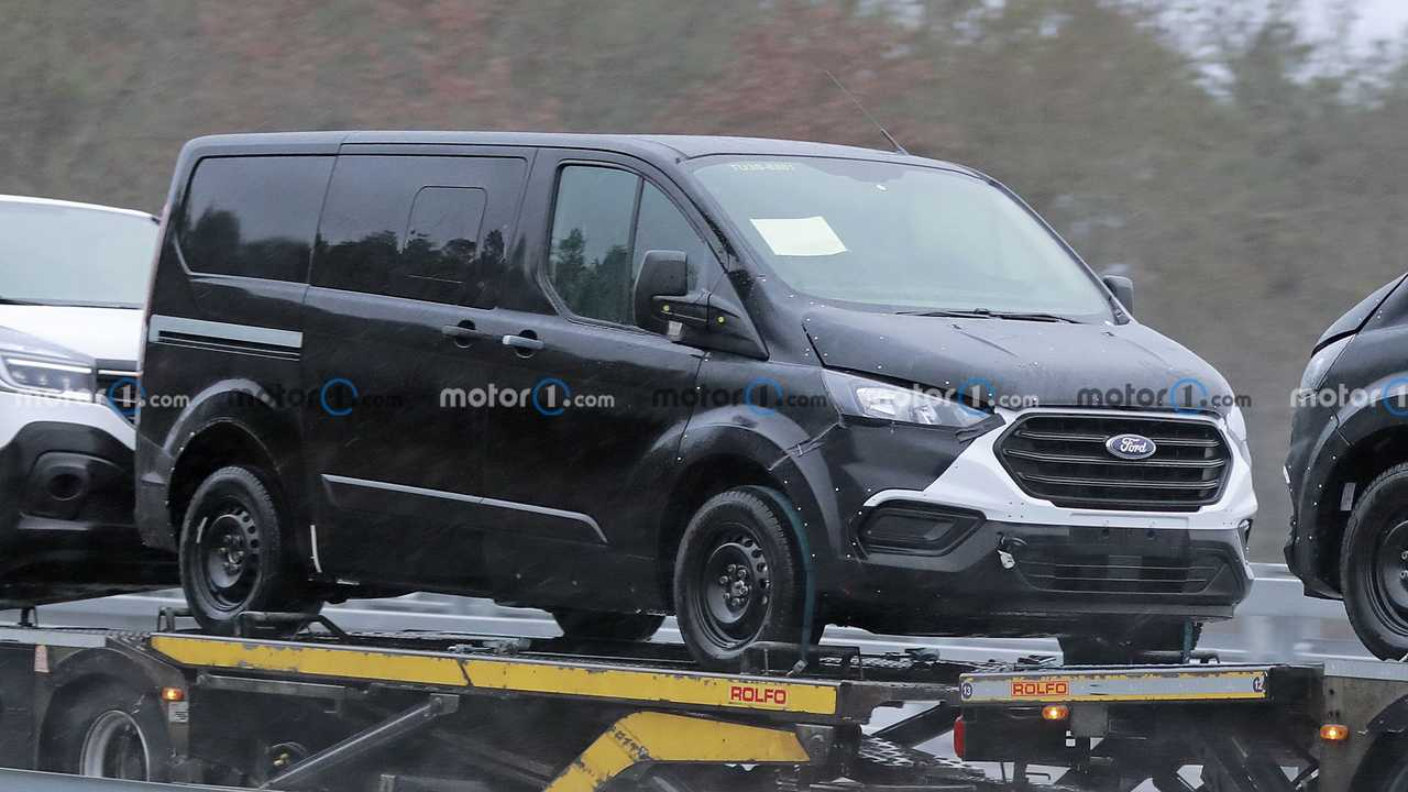 Next-gen Ford Transit Custom first spy photo (front three-quarters)