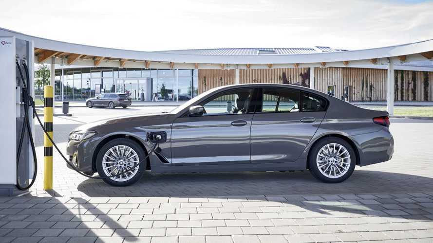 BMW Serie 3 e Serie 5, il plug-in anche per le entry level