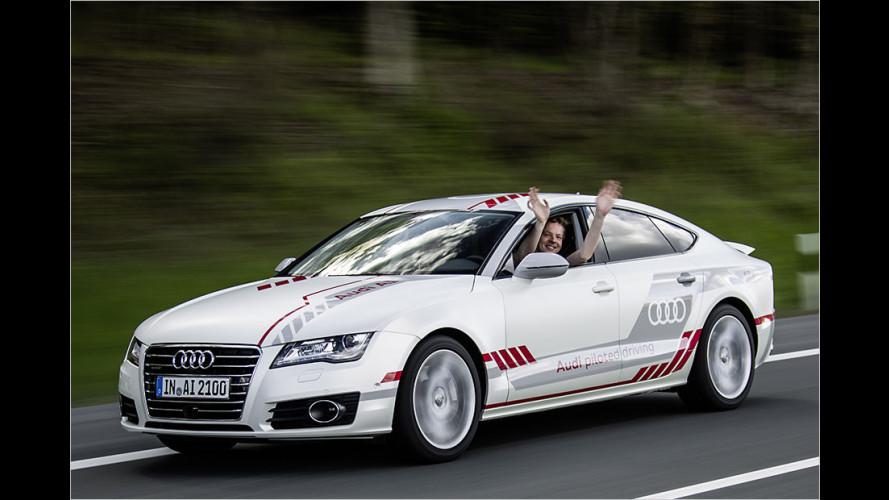 Pilotiertes Fahren im Audi A7 piloted driving concept auf der Autobahn