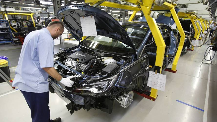 Az Opel két gyárban is csökkenti a termelést