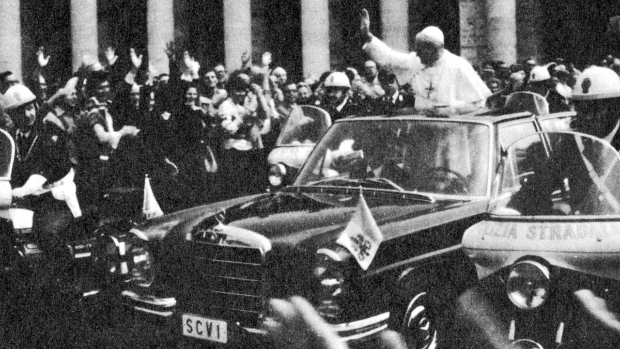 [Copertina] - Mercedes Classe M, in 20 anni ha servito anche il Papa