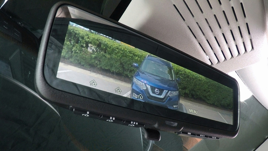 Nissan presenta lo specchietto intelligente
