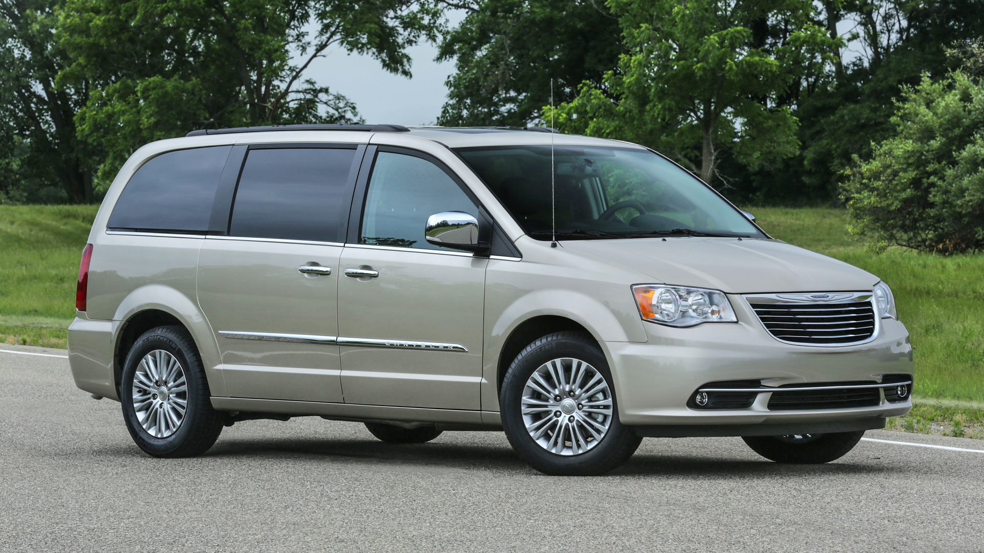 Chrysler Town And Country >> Chrysler Town Country News And Reviews Motor1 Com