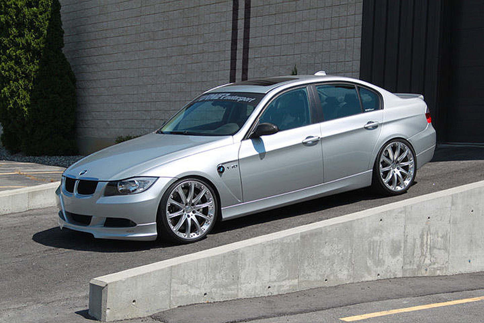 Surprise This Bmw 3 Series Packs A 550 Hp V10 Engine 1181267