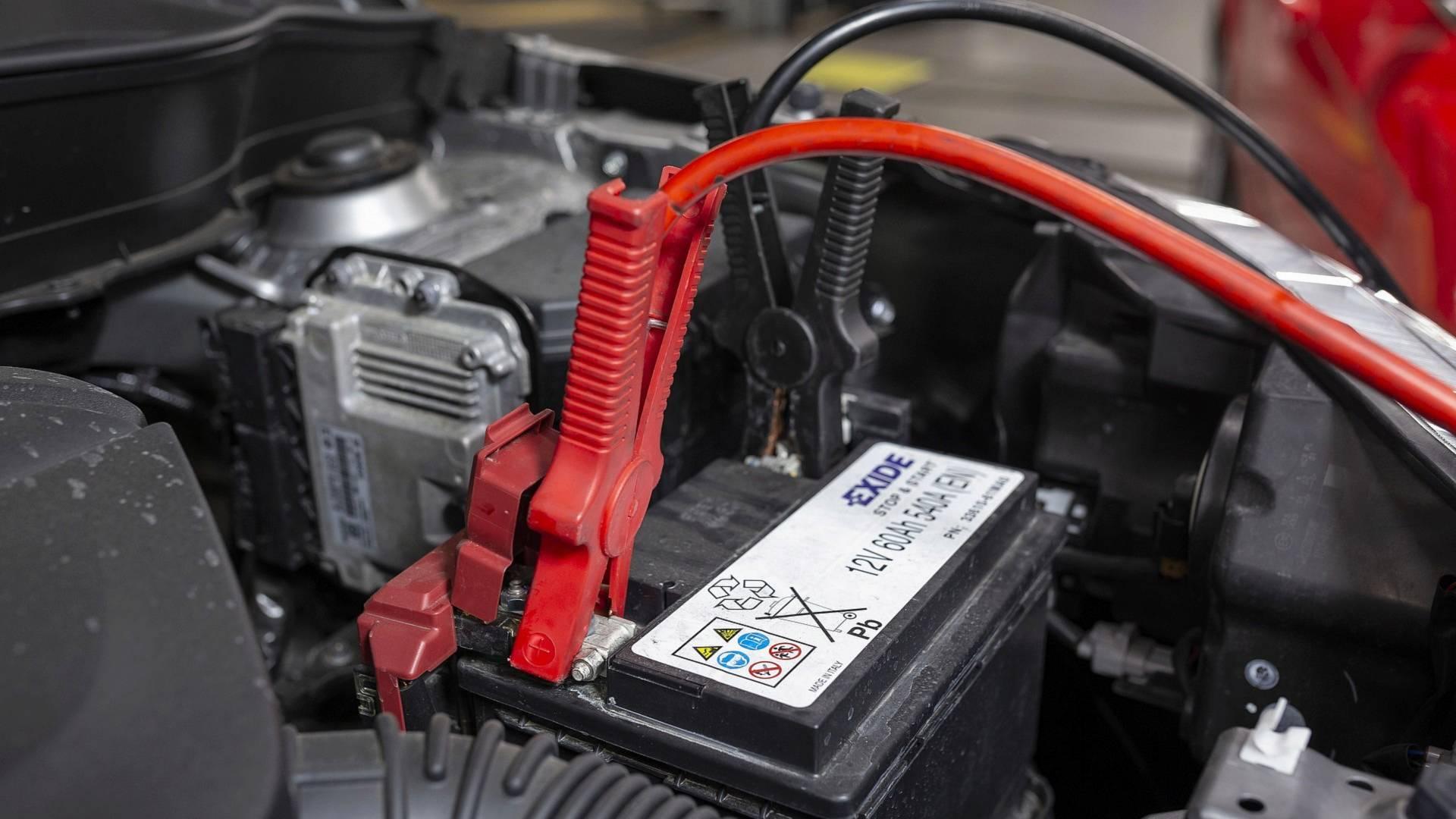 Come si mettono i cavi della batteria - AUTOMOBILANDIA