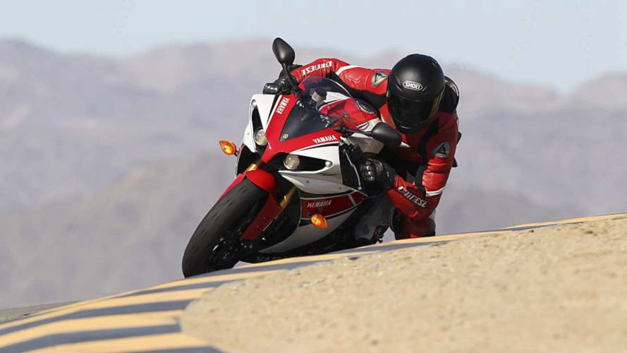 2013 Yamaha R1 Review - Photos and Specs