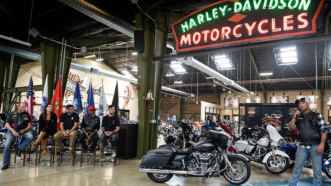ScootinAmerica - Eight Veterans to Receive Free Harleys