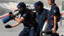 Scuderia Toro Rosso, prepare to refuel - Formula 1 Testing, 27.02.2007, Sakhir, Bahrain