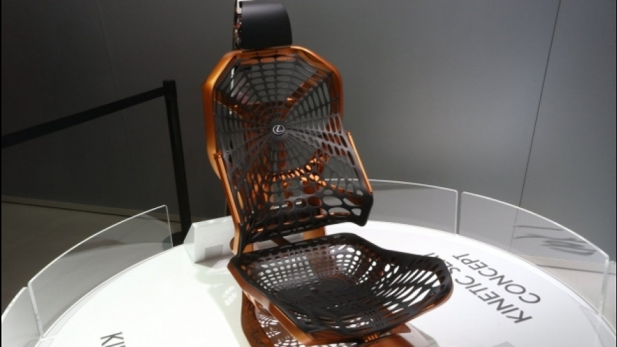 """Salone di Parigi: Lexus Kinetic Seat, il sedile che """"imita"""" la schiena"""