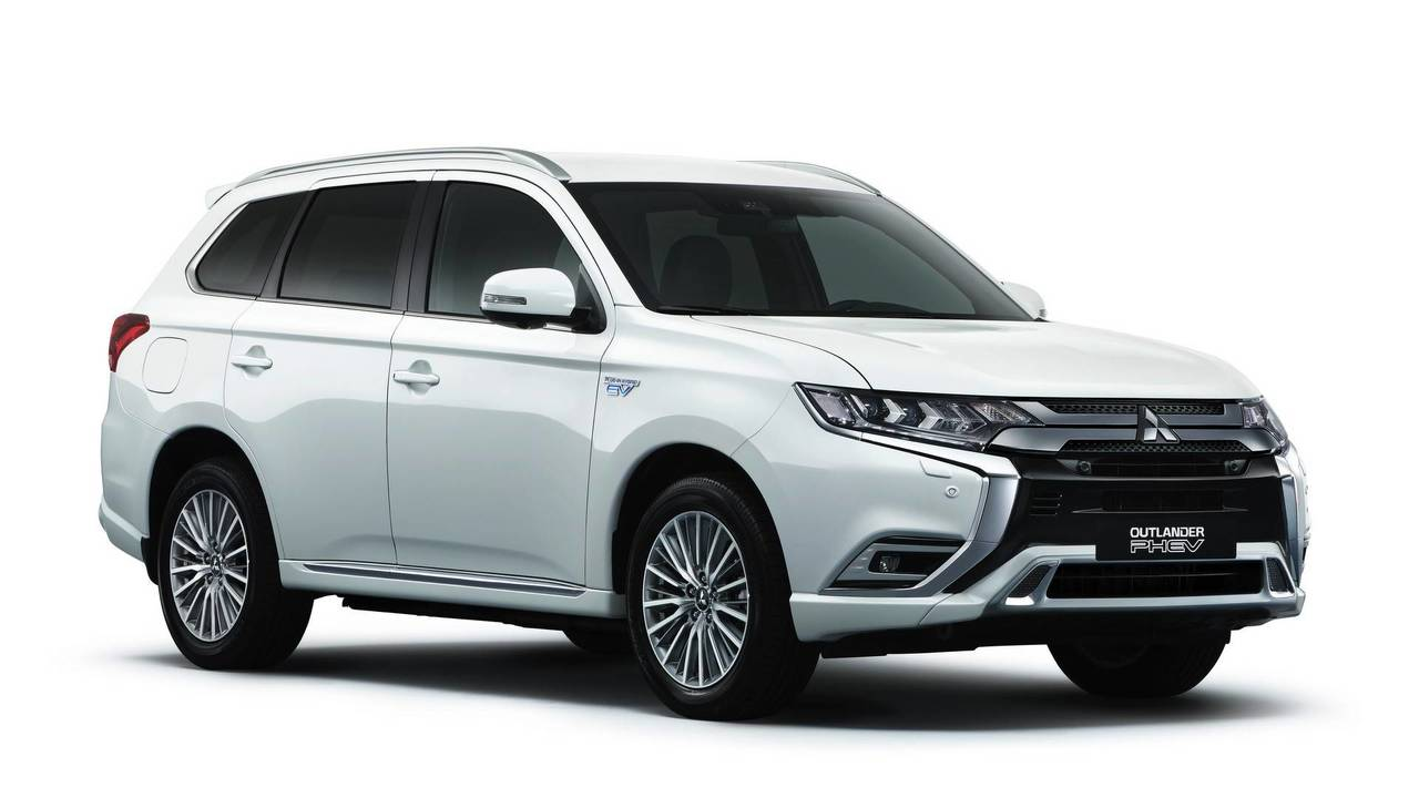 2019 mitsubishi outlander phev gets bigger torquier engine. Black Bedroom Furniture Sets. Home Design Ideas