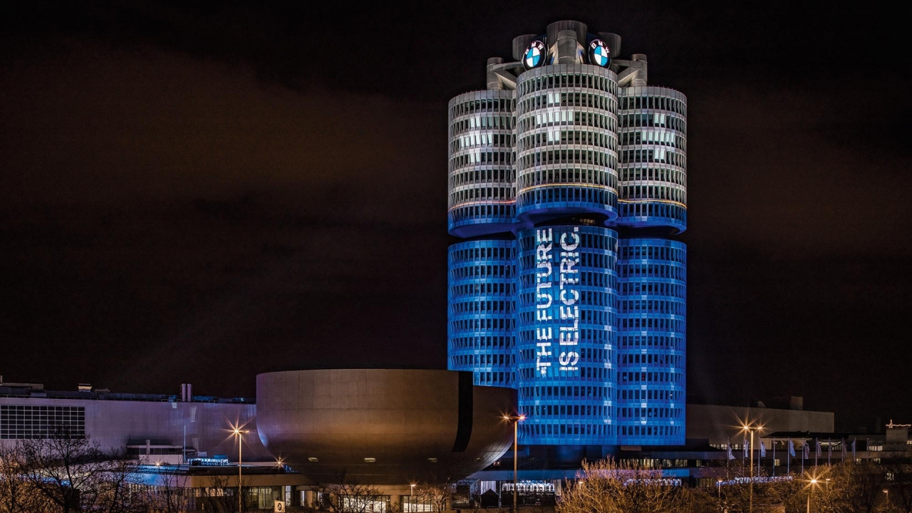 [Copertina] - BMW, festeggia 100.000 auto elettriche nel 2017