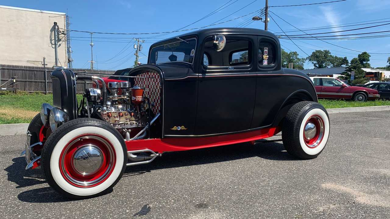 Go Cruising In This 1932 Ford 5-Window Hot Rod