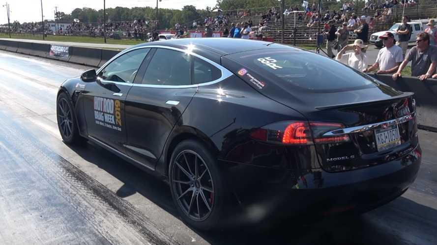 Modifiyeli bir Tesla Model S P100D, drag yarışında rekor kırdı