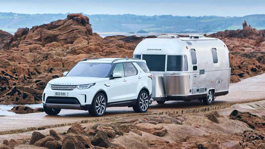 Land Rover Discovery, in retromarcia con un caravan di 6 metri