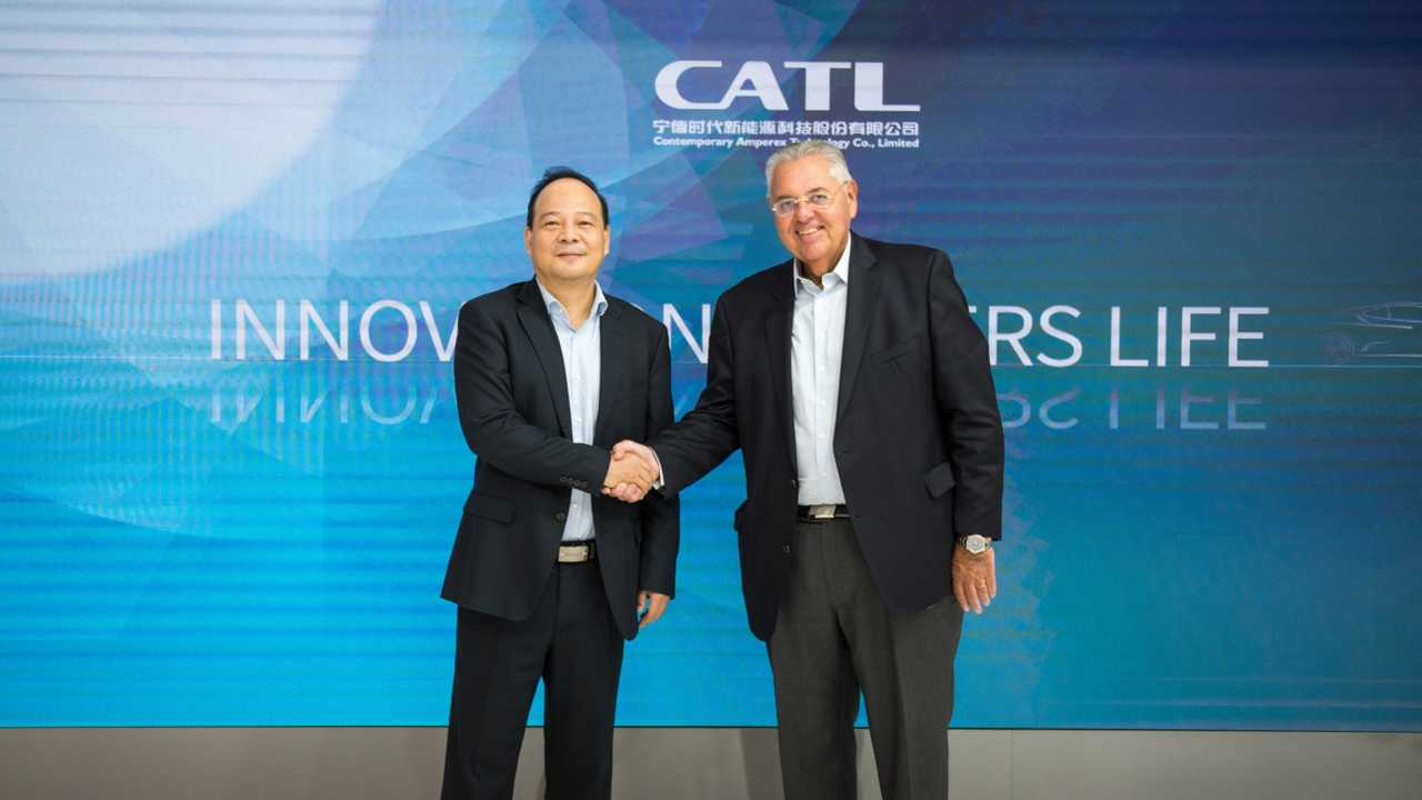 Left: CATL Founder and CEO Dr. Robin Zeng; Right: VWCO President and CEO Antonio Roberto Cortes