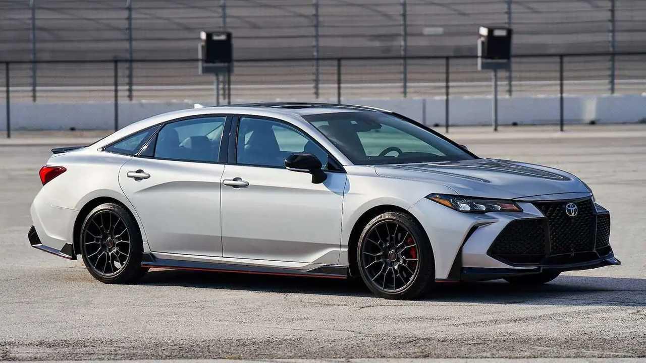 Toyota Avalon 2022.